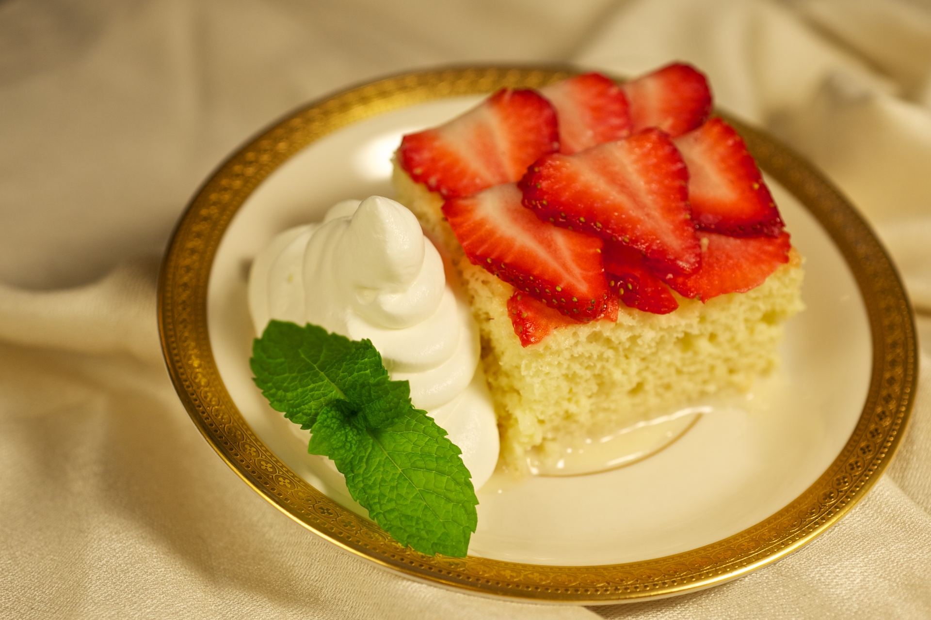 Pastel De Tres Leches cake recipe. This cake is addicting, decadent ...