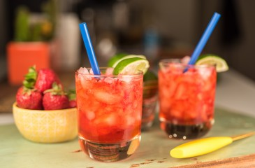 Strawberry Gin Fizz Cocktail